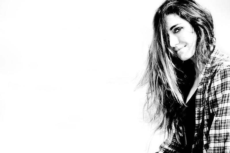 Claudia Matola - Ραδιοφωνική Παραγωγός Εν Λευκό