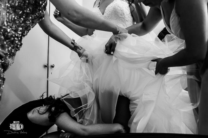 wedding in the heart of Athens at Agia Fotini Ilisou