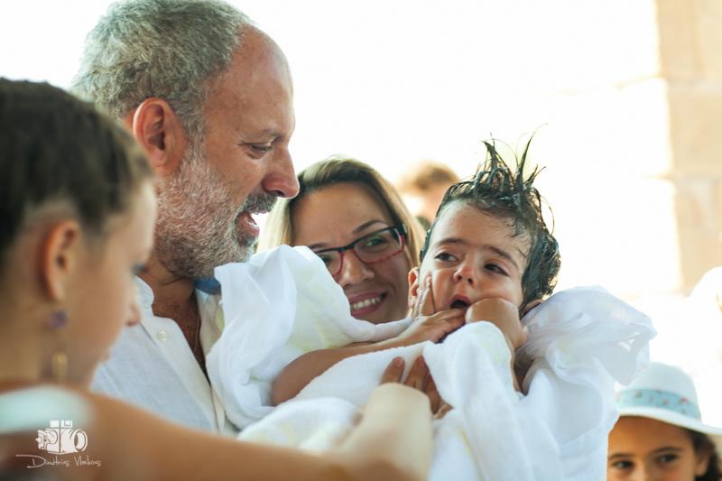 Βάπτιση με φόντο το Φάρο της Αίγινας